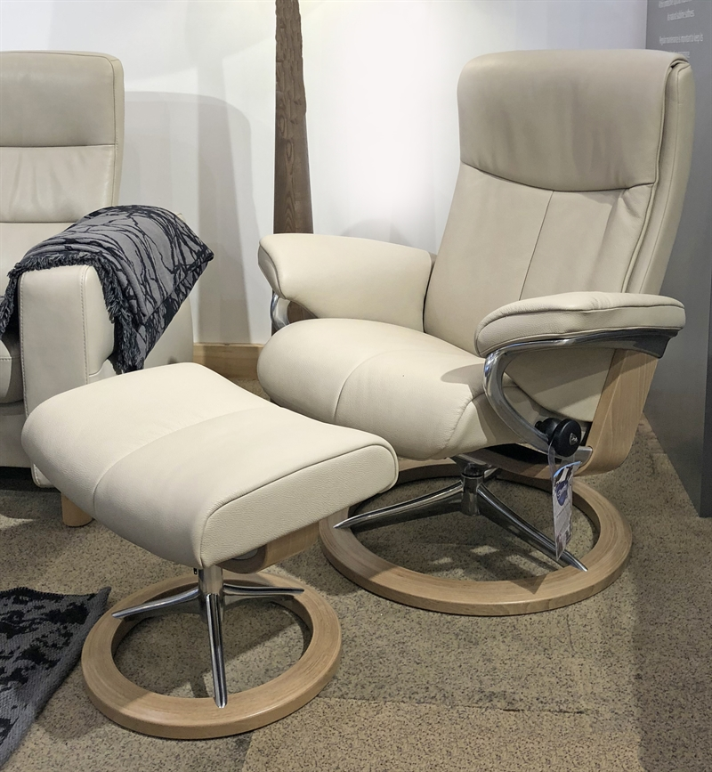 Stressless Peace Recliner with Footstool
