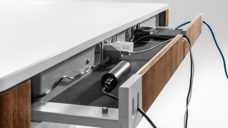 Moll T7 Cable Management